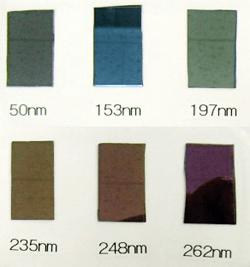 SiO2薄膜の膜厚見本(天井の模様など写真への写り込みあり)